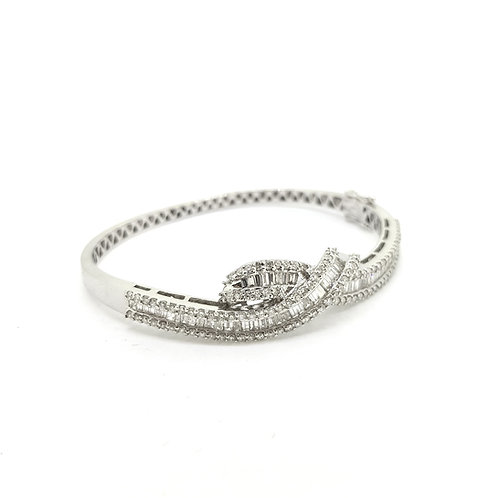 Diamond  bangle with a twist 2.70Cts