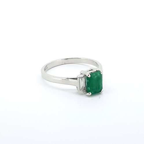 Emerald ring with baguette shoulders E0.43CTS D0.12CTS