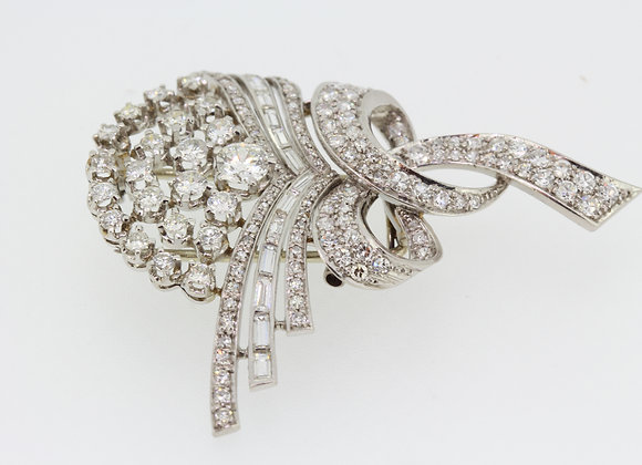 Platinum and diamond brooch est6cts diamonds