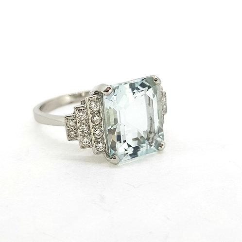 Aquamarine and diamond shouldered ring Est. Aq5.0Cts D0.30Cts