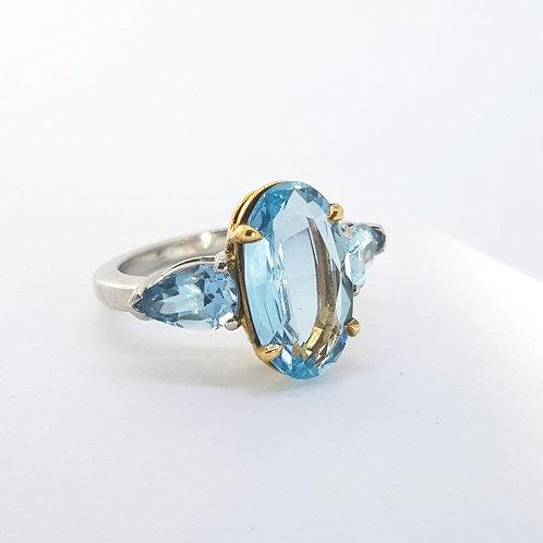 Aquamarine ring set in 18ct and platinum est.6.50Cts