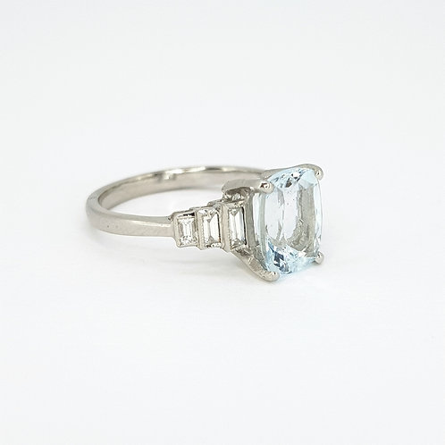 Aquamarine and Diamond ring A2.10CTS D0.30CTS
