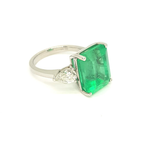 Emerald and trilogy diamond ring E9.07CTS D1.03CTS