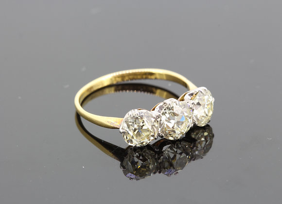 Vintage 18ct and platinum old cut diamond 3 stone ring.