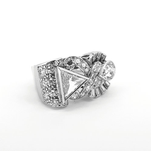 Abstract diamond crossover ring