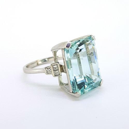 Aquamarine and diamond ring A17cts