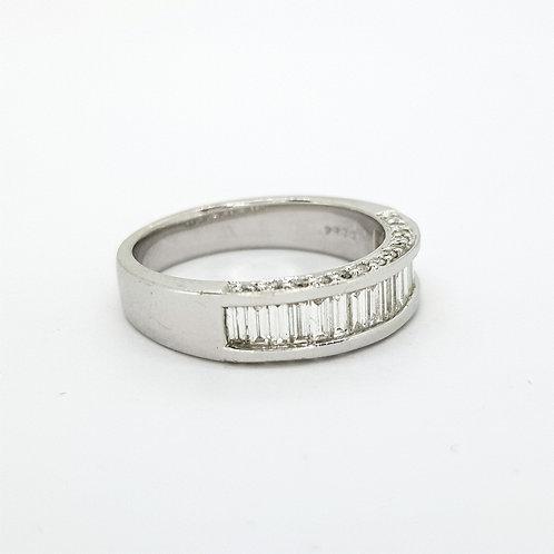 Channel set baguette diamond ring D0.84CTS