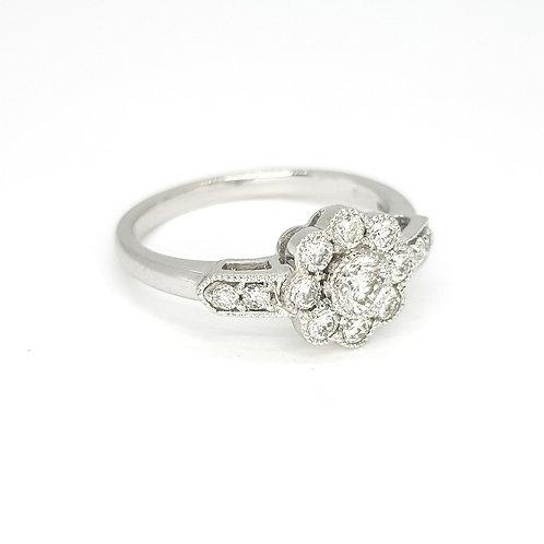 Daisy diamond cluster ring 18ct