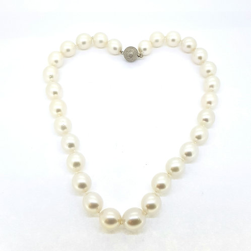 Southsea Pearl's with a diamond clasp 12-14mm