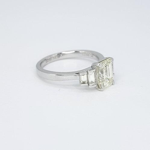 Platinum Emerald cut diamond ringD1.54CTSX0.43CTS