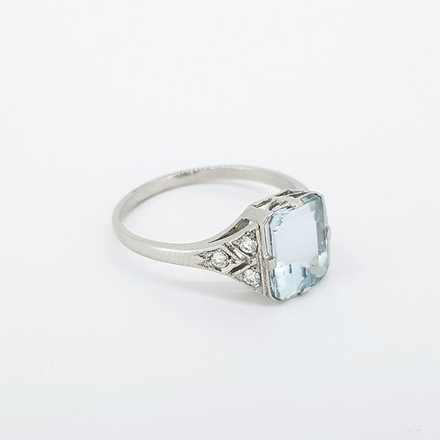Aquamarine and diamond cluster ring platinum A2.15CTS D0.12CTS