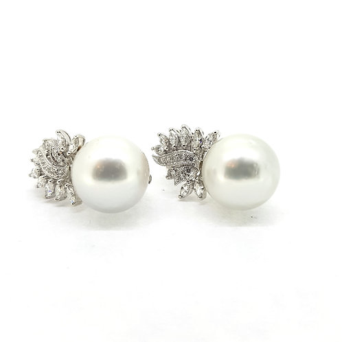 16mm Southsea Pearl's with leafy diamond tops D1.85Cts