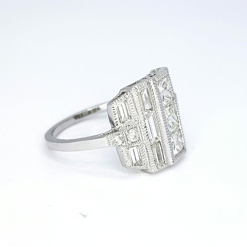 Brilliant cut and baguette diamond ring TDW2.63