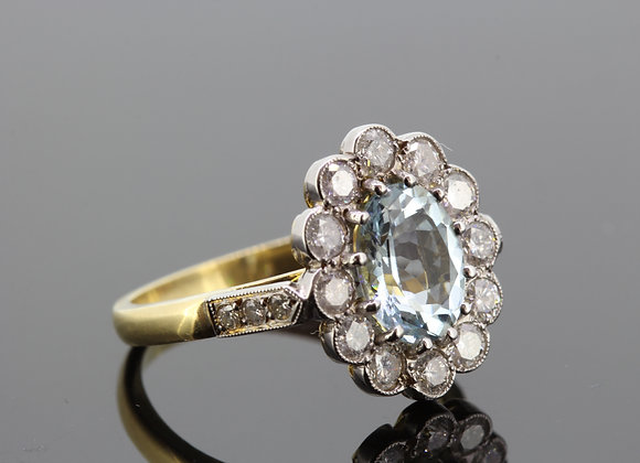 Aquamarine and diamond cluster ring 18ct a1.70cts d.90cts