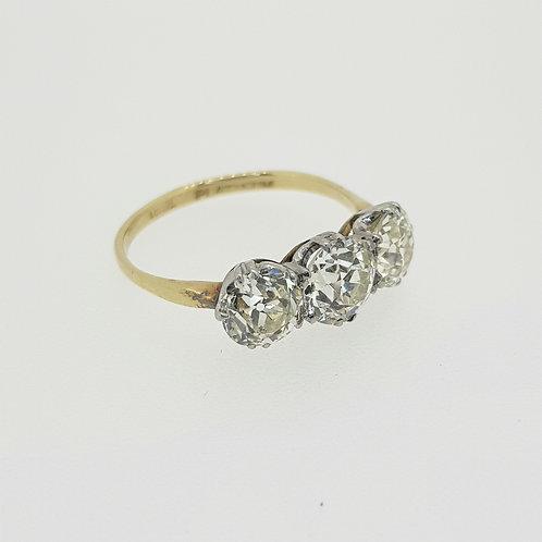 Vintage 18ct and platinum old cut diamond 3 stone ring.
