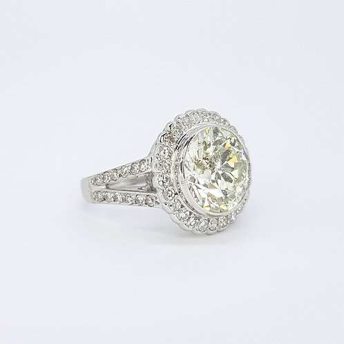Solitaire diamond cluster ring 3.67cts x.60cts