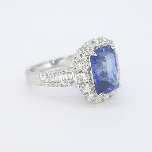 Sapphire diamond ring sapphire 5.07 Cts diamonds 1.42 cts.