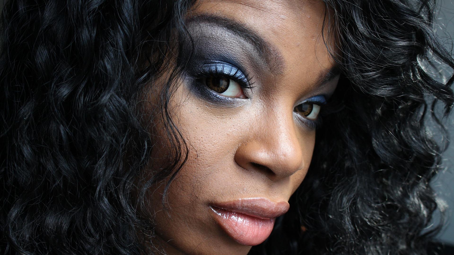 makeup-1802115_1920