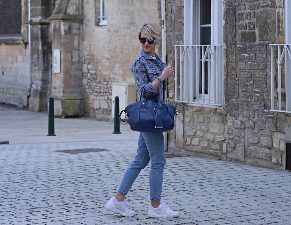Blue Jeans - Look avec une veste en tweed version moderne - Le Blog des Filles In