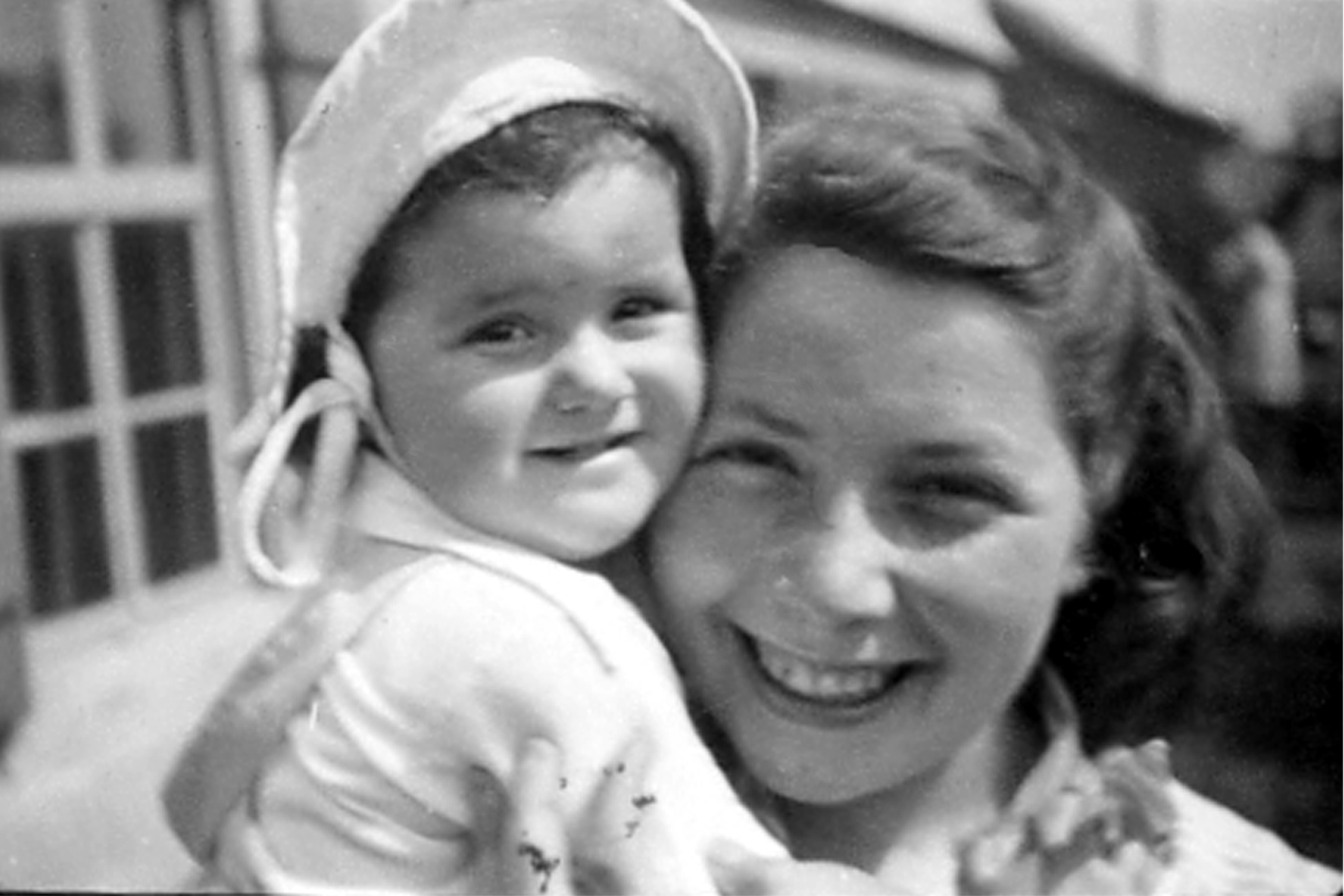 230. Edith et Monique, 1945