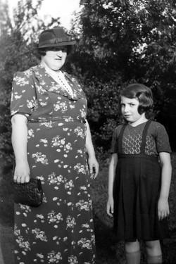 69. Moi et ma mere, 1937