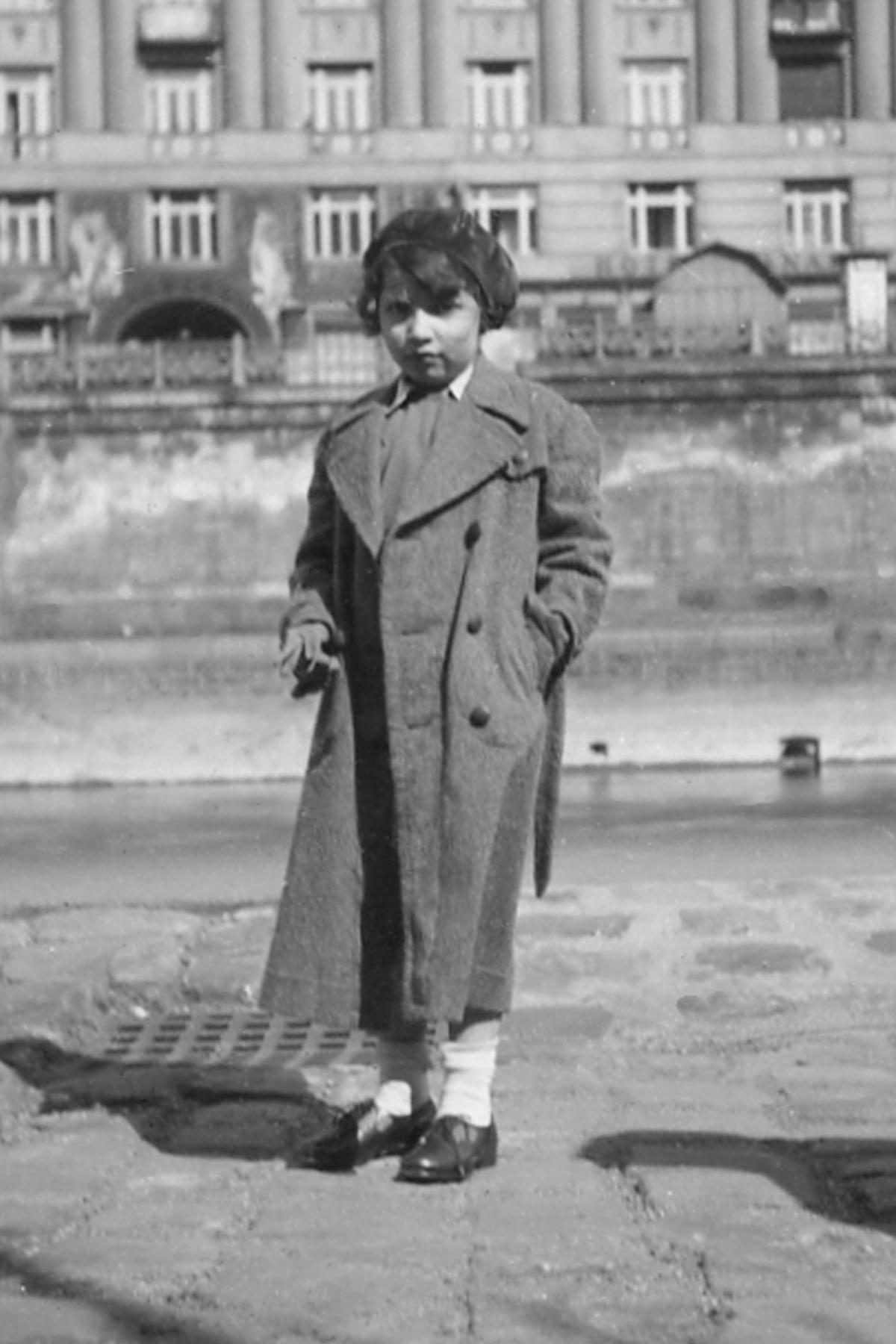 36. Edith, manteau