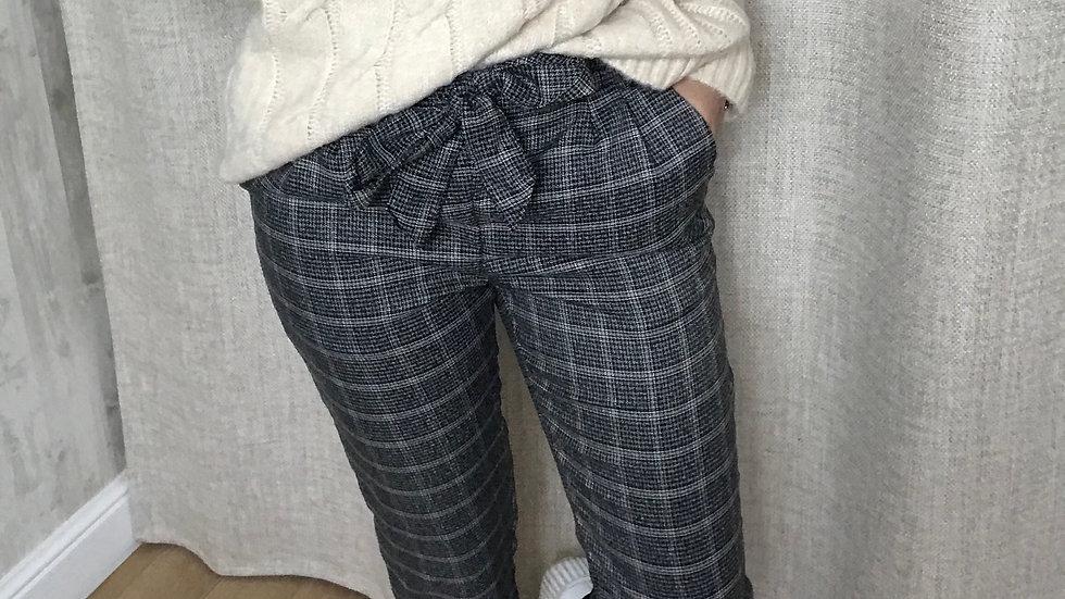 Pantalon carotte à carreaux