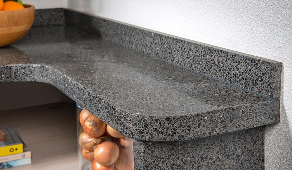 Terrazzo keukenblad met sanitaire plint