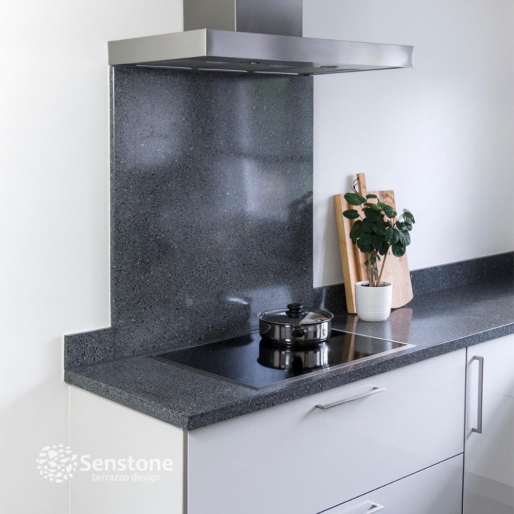 Terrazzo keukenblad met achterwandplaat