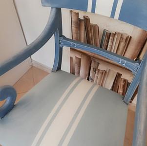 Colorare una sedia in tessuto