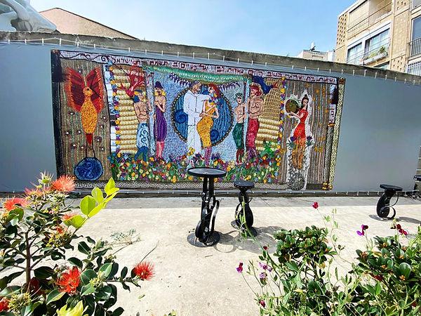 קיר בית האמנים.jpg