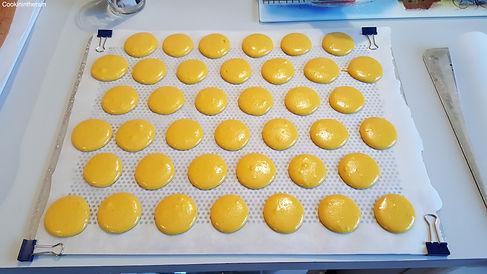 Macarons en cours de croûtage pour 1h environs.