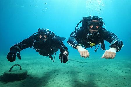 PADI Drysuit Diver - Divers Using Drystuis