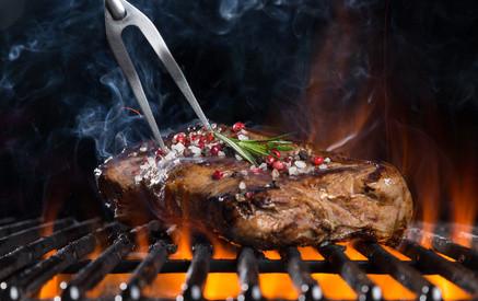 """Wie grillt man Rindersteaks im Grillkurs bei """"Die Grillhütte"""" ?"""