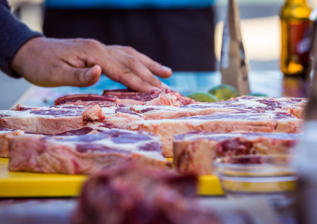 Parieren und Einlegen von Fleisch