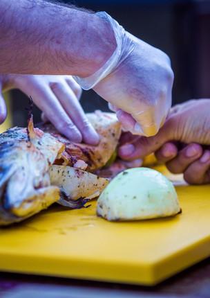 Wie füllt man einen Fisch beim Grillworkshop in Lohmar ?