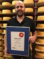 Tilsiter-Goldvreneli-Schweiz-prämierter-Bio-Käse-der-Bio-Käserei-Joel-Schirmer-Maseltrange