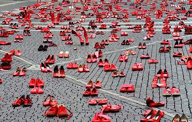 Los-Zapatos-Rojos-–-Elina-Chauvet.jpg