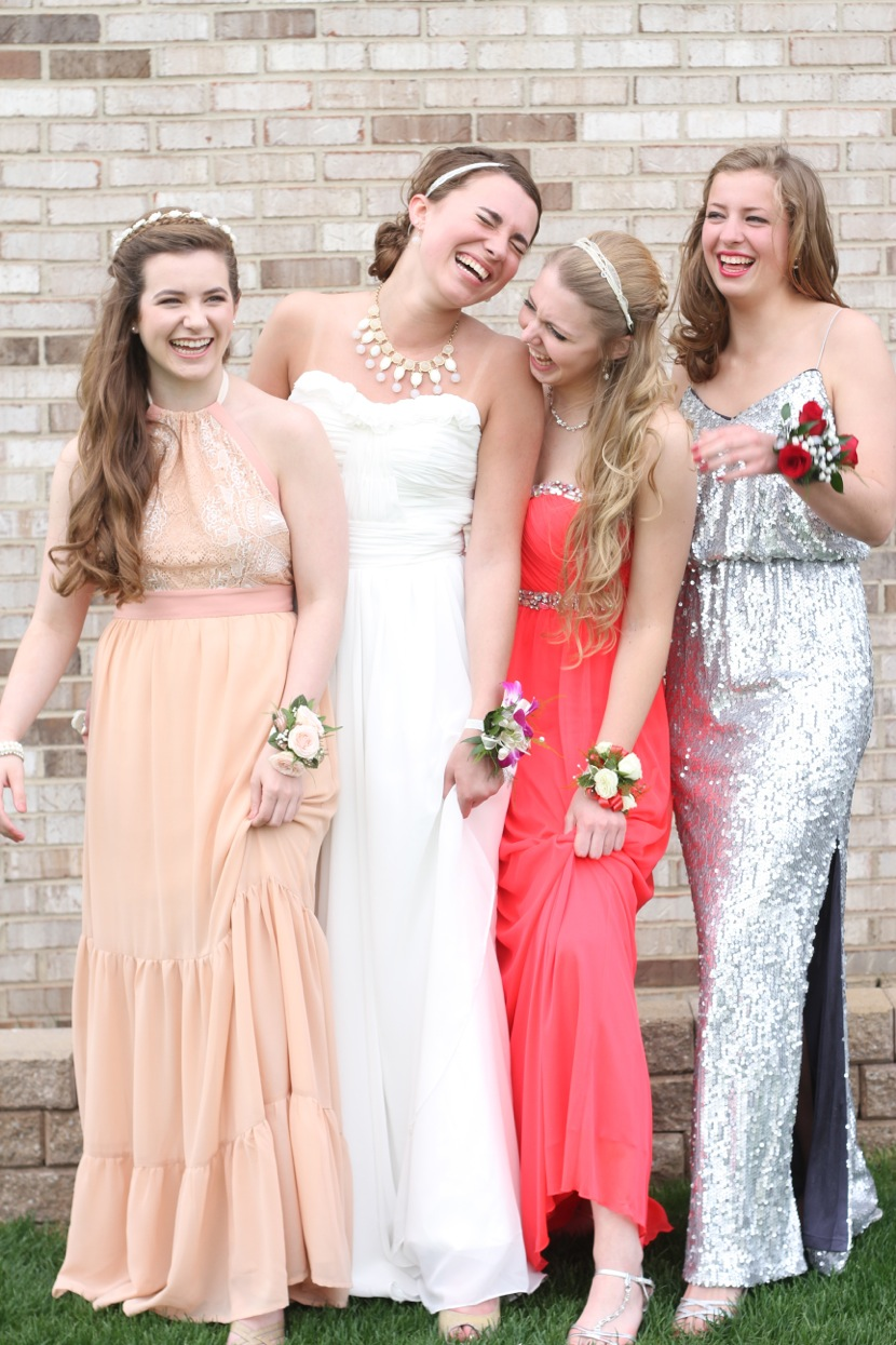 Prom girls laughing.jpeg