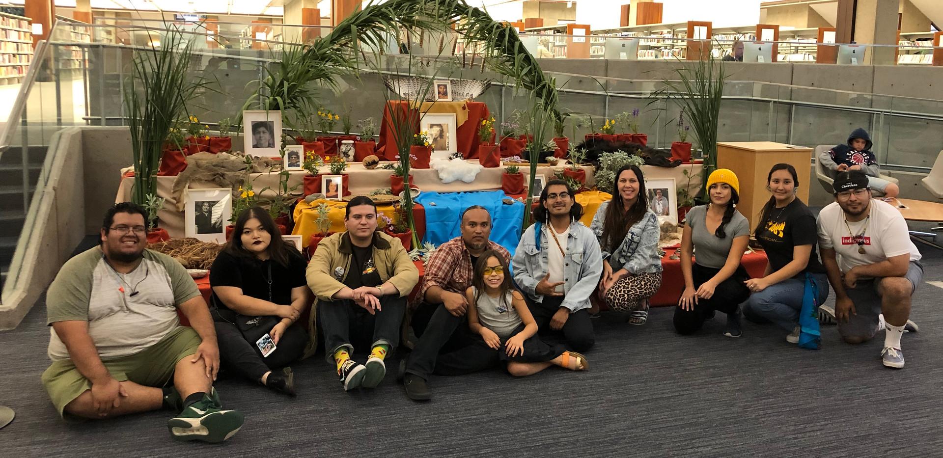 Yaanga Vive! Altar with artists