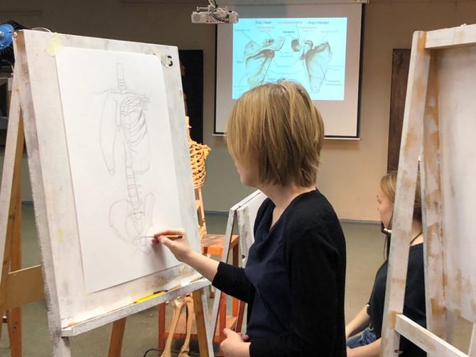 Урок рисунка в 10-м классе