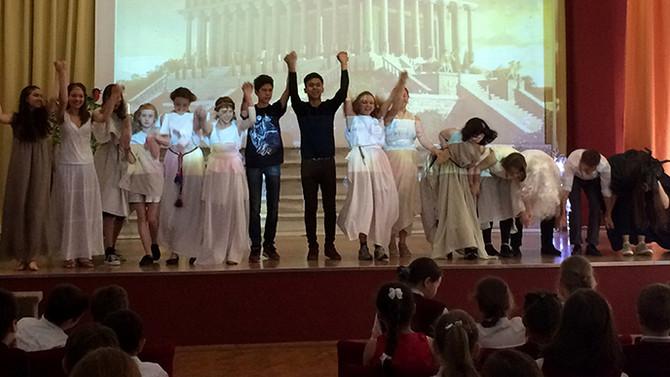 Спектакль в начальной школе