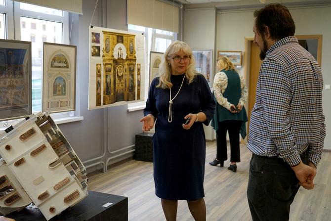 Экскурсия по выставке Н. Дубовика и А. Ханеевой