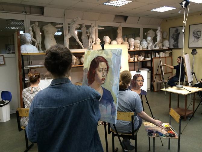 К мастер-классу учителей-художников примкнули ученики 11 классов Художественной школы