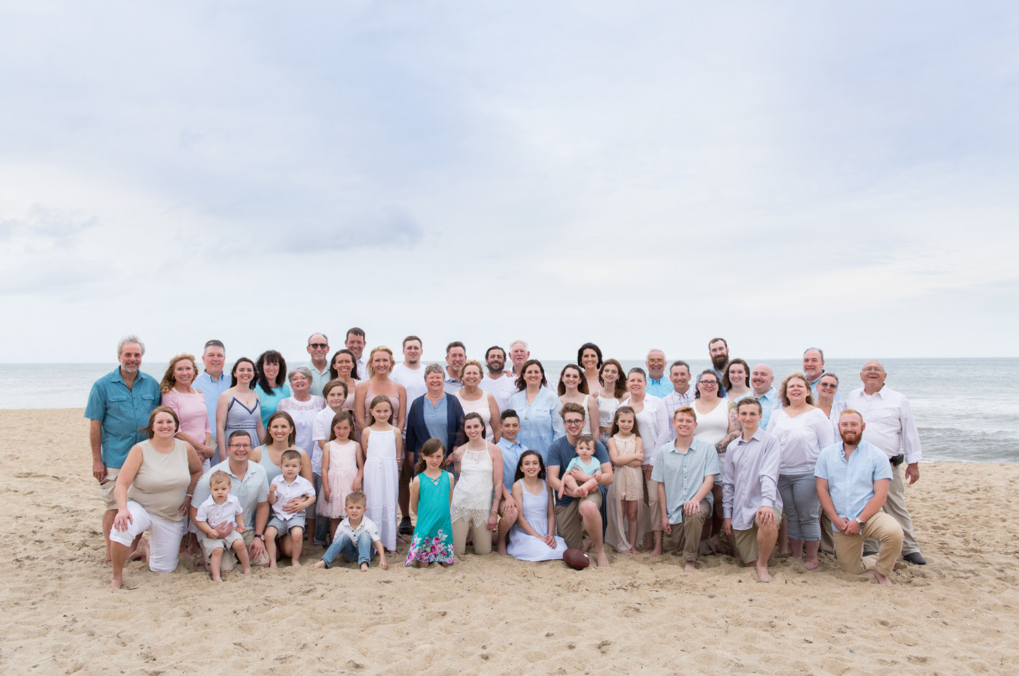 large-gaint-beach-reunion-family-photo.j