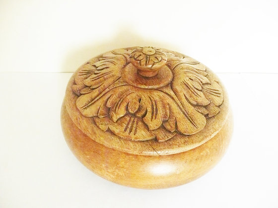 Circular carved box