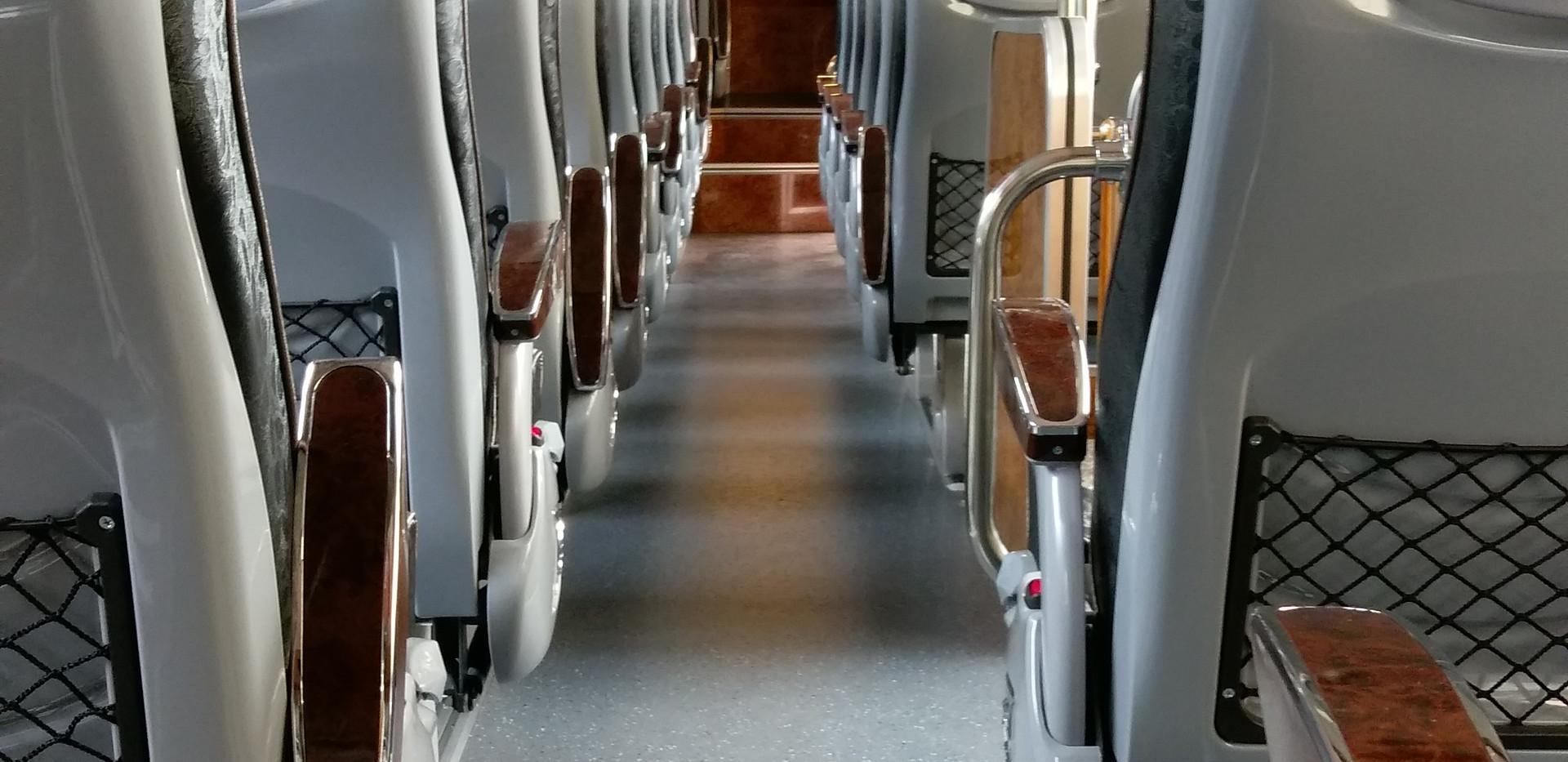 43人座四排椅豪華巴士