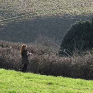 PHILIPPA SKETCHING IN THE LANDSCAPE