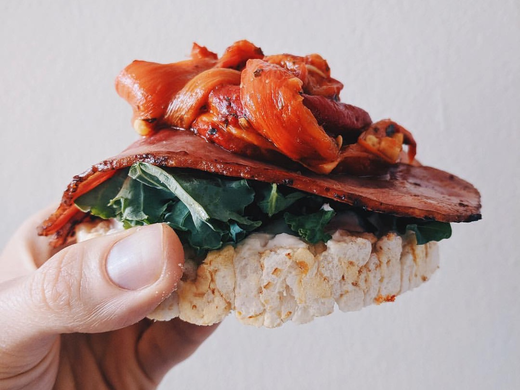 Roasted Red Pepper & Turkey Bacon Rice Cakes