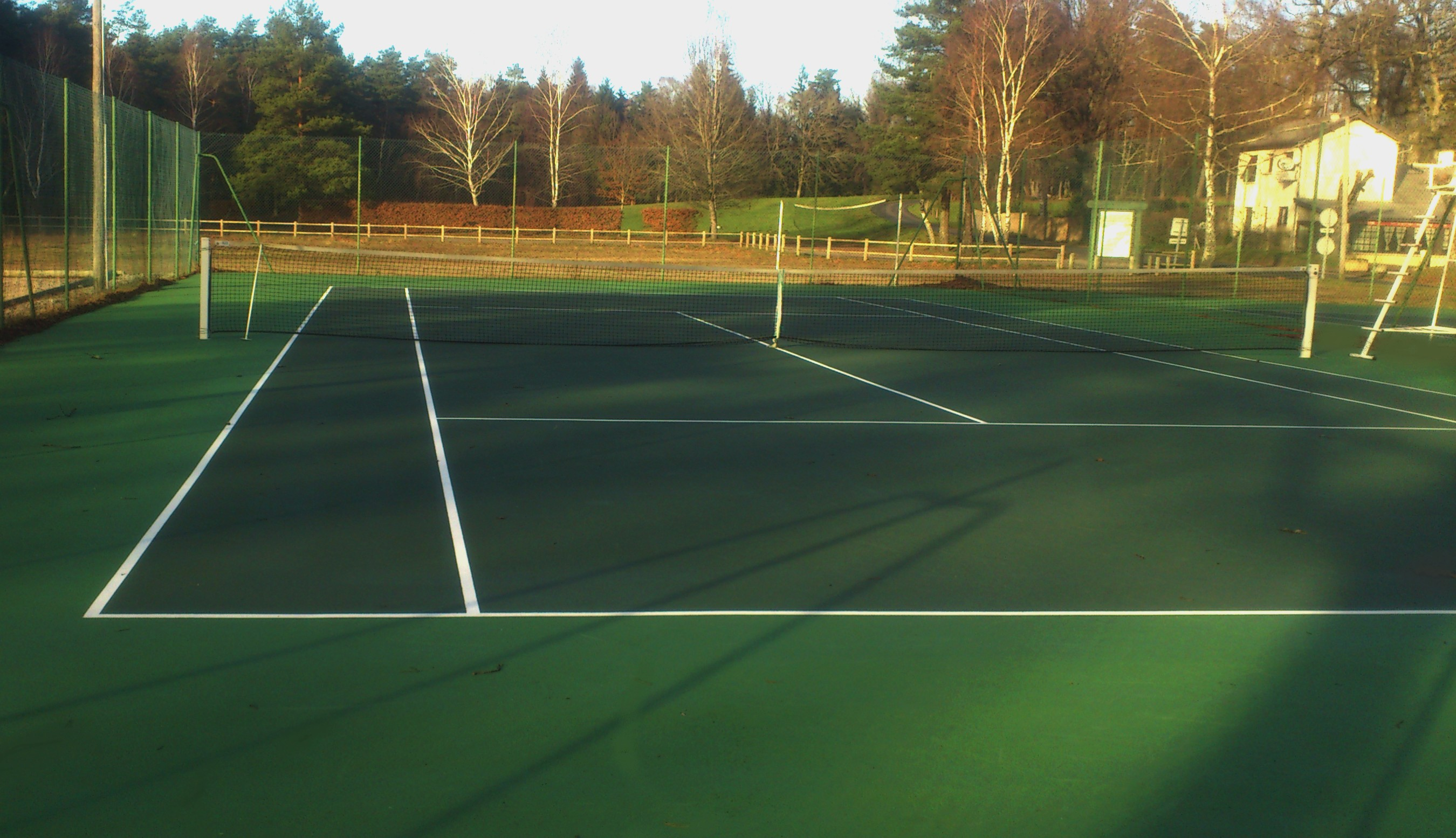 Cours de Tennis camping lac de Feyt